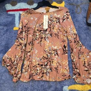 Floral Tee W/ flare sleeve